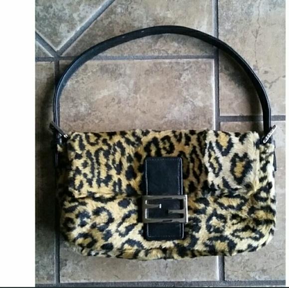5d72cbd6d0 Fendi Handbags - 🔥1 HR SALE🔥💯Fendi Leopard Print Baguette
